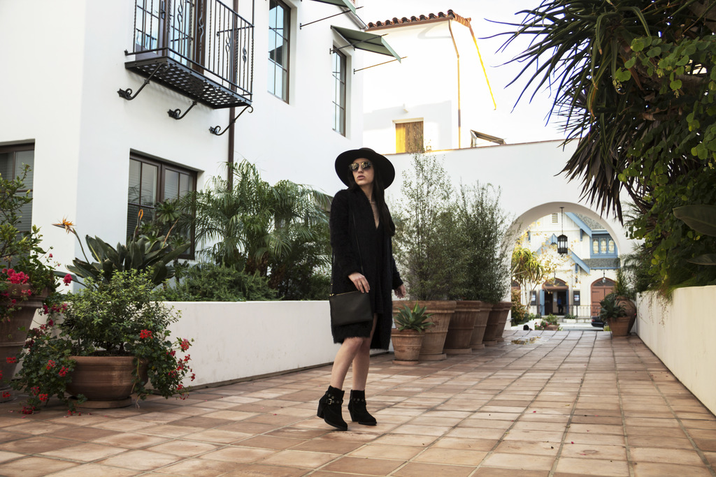 Velvet Dress Photoshoot 11 zps8lf3viss Styling: Cozy Travel Outfits