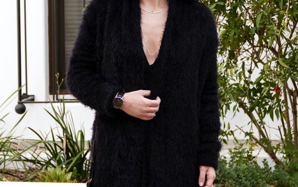 Velvet Dress Photoshoot 31 Revised 1 zpszuubmoaa Styling: Cozy Travel Outfits