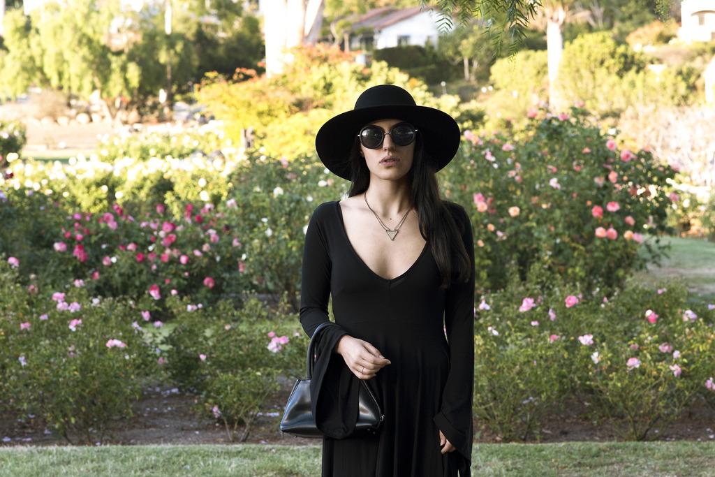 rose garden 184 zpsyf22nnxs Closet Staples: Classy Black Dress