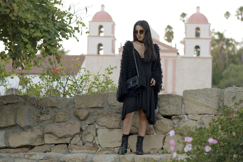 rose garden 272 zpslbrixmnt Closet Staples: Classy Black Dress