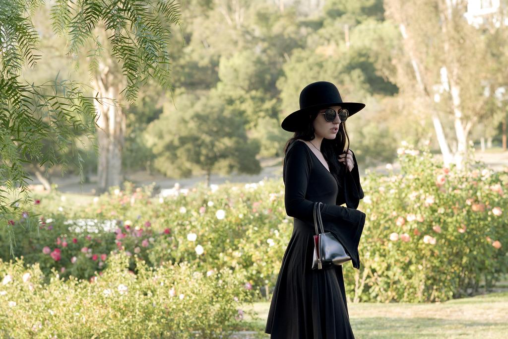 rose garden 94 zpss5oxsbfg Closet Staples: Classy Black Dress